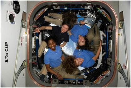 Foto Mujeres al espacio.jpg